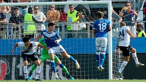<p>               Bologna's Rodrigo Palacio, right, heads the ball to score during a  Serie A soccer match between Brescia and Bologna at the Rigamonti stadium in Brescia, Italy, Sunday, Sept. 15, 2019. (Filippo Venezia/ANSA via AP)             </p>