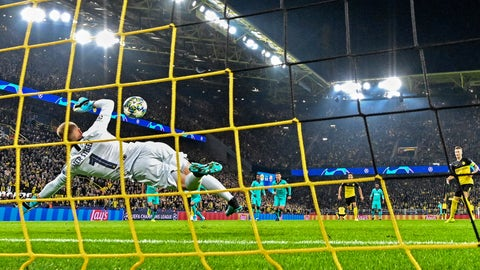 <p>               Barcelona's goalkeeper Marc-Andre ter Stegen, left, catches a penalty by Dortmund's Marco Reus, right, during the Champions League Group F soccer match between Borussia Dortmund and FC Barcelona in Dortmund, Germany, Tuesday Sept. 17, 2019. (AP Photo/Martin Meissner)             </p>