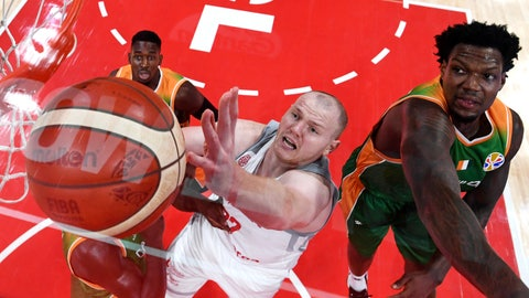 <p>               Ivory Coast's Deon Thompson, right, and Poland's Damian Kulig, center, go for a rebound during the Basketball World Cup Group A game between Ivory Coast and Poland in Beijing Wednesday, Sept. 4, 2019. (Greg Baker/Pool Photo via AP)             </p>