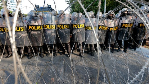 <p>               Riot police officers guard behind razor wire during a rally outside the parliament in Jakarta, Indonesia, Friday, Sept. 27, 2019. Protests continue in several cities in the country as students rallied against a new law that critics say cripples the country's anti-corruption agency. (AP Photo/Tatan Syuflana)             </p>