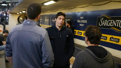 <p>               Milwaukee Brewers' Christian Yelich, center, talks with general manager David Stearns, left, and owner Mark Attanasio, right, before a baseball game against the Pittsburgh Pirates, Sunday, Sept. 22, 2019, in Milwaukee. (AP Photo/Aaron Gash)             </p>