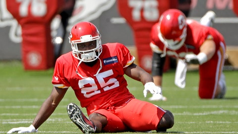 <p>               Kansas City Chiefs running back LeSean McCoy (25) warms up with teammates during NFL football practice at the team's training facility Wednesday, Sept. 4, 2019, in Kansas City, Mo. (AP Photo/Charlie Riedel)             </p>