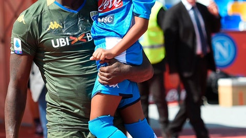 <p>               Brescia's Mario Balotelli holds his daughter Pia wearing a Napoli soccer team jersey, as he enters the pitch prior to the start of the Italian Serie A soccer match between Napoli and Brescia at the San Paolo stadium in Naples, Italy, Sunday, Sept. 29, 2019. (Cesare Abbate/ANSA Via AP)             </p>