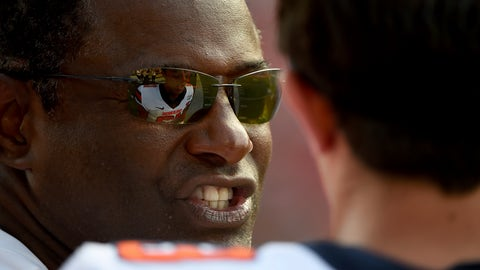 <p>               Syracuse head coach Dino Babers speaks with quarterback Tommy DeVito (13) during the second half of an NCAA college football game against Maryland, Saturday, Sept. 7, 2019, in College Park, Md. (AP Photo/Will Newton)             </p>