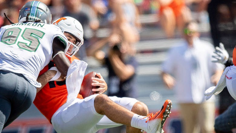 Watch Illinois QB Brandon Peters get crushed in the backfield against Eastern Michigan