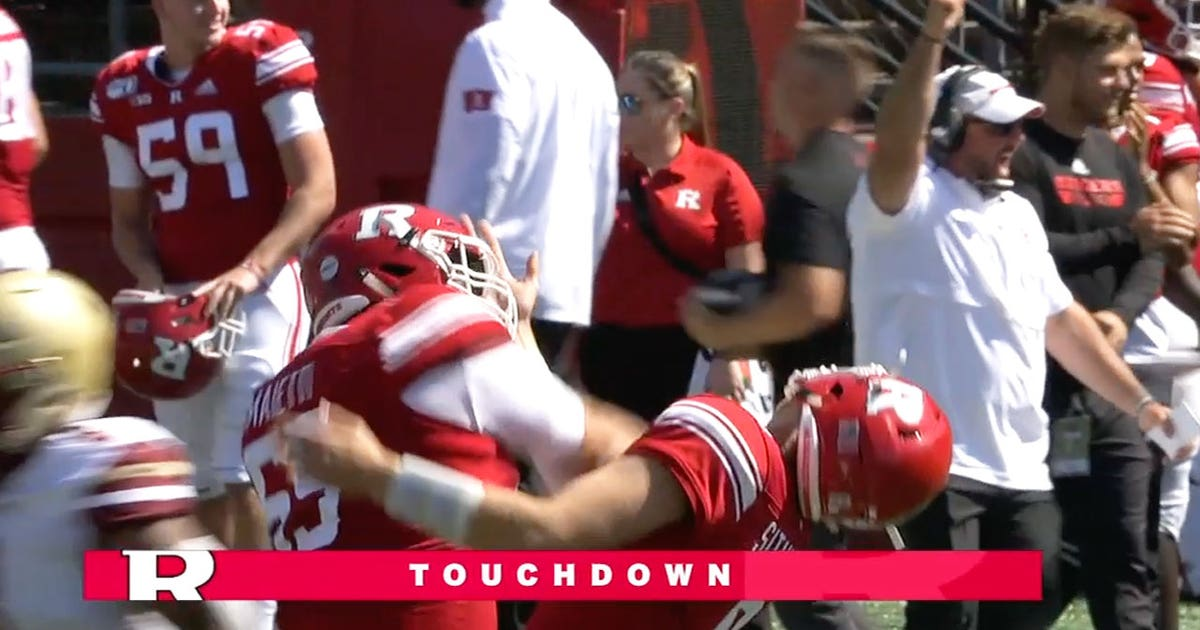 Rutgers center punches Rutgers QB in the face after TD