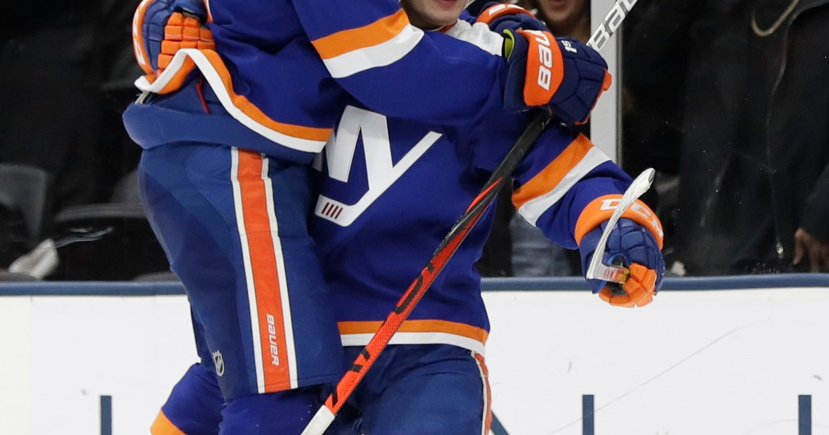 Barzal leads Islanders to 5-3 win over Flyers