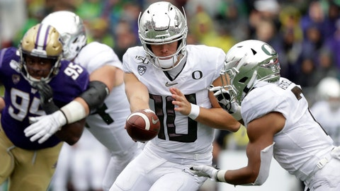 <p>               Oregon quarterback Justin Herbert (10) hands-off to CJ Verdell against Washington in the first half of an NCAA college football game Saturday, Oct. 19, 2019, in Seattle. (AP Photo/Elaine Thompson)             </p>