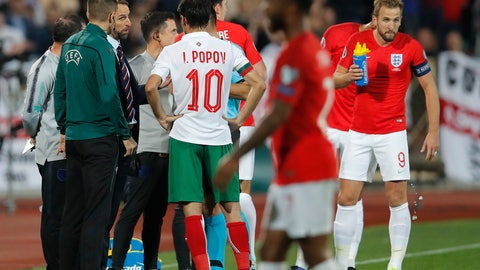 <p>               England manager Gareth Southgate, third left, speaks with Referee Ivan Bebek during the Euro 2020 group A qualifying soccer match between Bulgaria and England, at the Vasil Levski national stadium, in Sofia, Bulgaria, Monday, Oct. 14, 2019. (AP Photo/Vadim Ghirda)             </p>