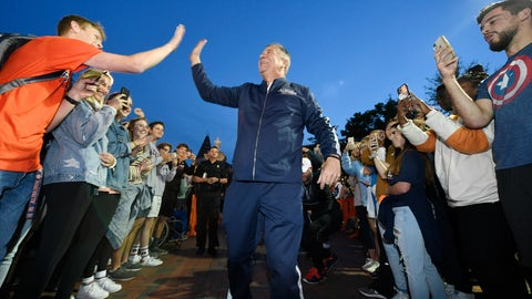 <p>               Auburn coach Bruce Pearl, center, walks through the crowd to a Tipoff at Toomer's event for the school's men's and women's NCAA college basketball programs Thursday, Oct. 17, 2019, in Auburn, Ala. (Todd Van Emst via AP)             </p>