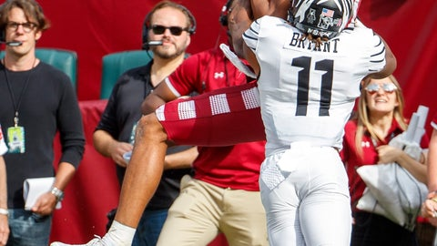 <p>               Temple wide receiver Branden Mack (1) catches a touchdown pass over Memphis defensive back Joey Bryant (11) during the second half of an NCAA college football, Saturday, Oct. 12, 2019, in Philadelphia. Temple won 30-28. (AP Photo/Chris Szagola)             </p>