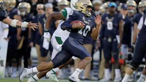 <p>               Navy quarterback Malcolm Perry (10) runs for a touchdown against South Florida during the second half of an NCAA college football game, Saturday, Oct. 19, 2019, in Annapolis. Navy won 35-3. (AP Photo/Julio Cortez)             </p>