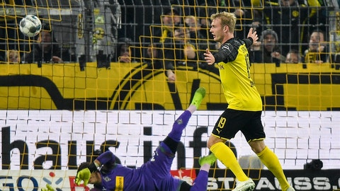 <p>               Dortmund's Julian Brandt, right, celebrates after scoring his decisive second goal against Moenchengladbach's goalkeeper Yann Sommer during the German soccer cup, DFB Pokal, second Round match between Borussia Dortmund and Borussia Moenchengladbach in Dortmund, Germany, Wednesday, Oct. 30, 2019. (AP Photo/Martin Meissner)             </p>