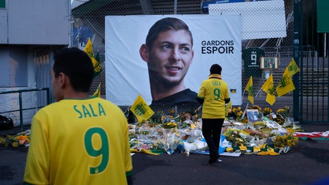 """<p>               FILE - In this Wednesday, Jan. 30, 2019 file photo, Nantes soccer team supporters stand by a poster of Argentinian player Emiliano Sala and reading """"Let's keep hope"""" outside La Beaujoire stadium in Nantes, western France. FIFA says Cardiff must pay 6 million euros ($6.5 million) to Nantes as a first installment of the transfer fee for Emiliano Sala, agreed in January before he died in an airplane crash. FIFA says on Monday, Sept. 30 its players' status panel """"never lost sight of the specific and unique circumstances of this tragic situation"""" in the dispute between the two clubs. (AP Photo/Thibault Camus, file)             </p>"""