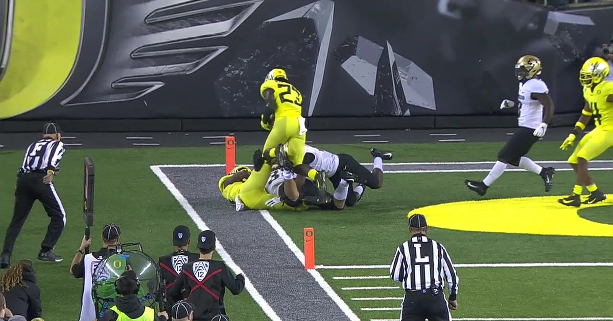 Watch Oregon's Bryson Young steal away a touchdown with acrobatic interception