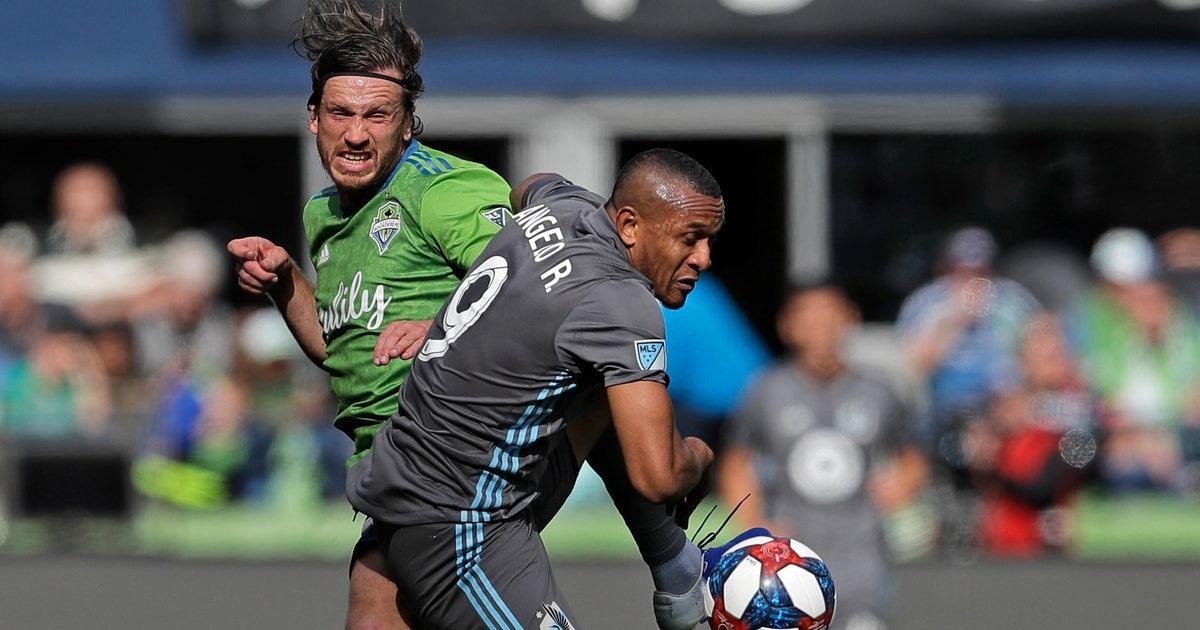 LAFC's Carlos Vela breaks MLS goal record with hat trick | FOX Sports