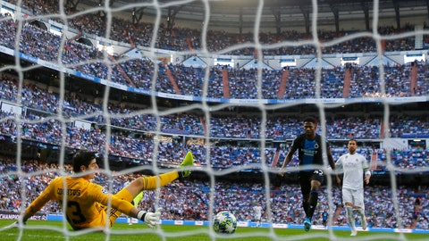 <p>               Brugge's Emmanuel Dennis scores his side's opening goal past Real Madrid's goalkeeper Thibaut Courtois during the Champions League group A soccer match between Real Madrid and Club Brugge, at the Santiago Bernabeu stadium in Madrid, Tuesday, Oct.1, 2019. (AP Photo/Manu Fernandez)             </p>