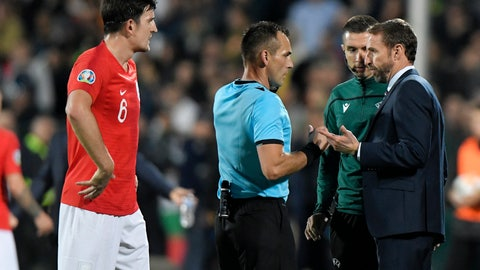 <p>               England manager Gareth Southgate, right, speaks with Referee Ivan Bebek during the Euro 2020 group A qualifying soccer match between Bulgaria and England, at the Vasil Levski national stadium, in Sofia, Bulgaria, Monday, Oct. 14, 2019. (AP Photo/Andreea Alexandru)             </p>