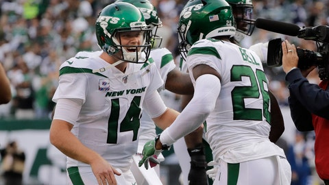 <p>               New York Jets quarterback Sam Darnold, left, celebrates with Le'Veon Bell after Bell scored a touchdown during the first half of an NFL football game against the Dallas Cowboys, Sunday, Oct. 13, 2019, in East Rutherford, N.J. (AP Photo/Frank Franklin II)             </p>