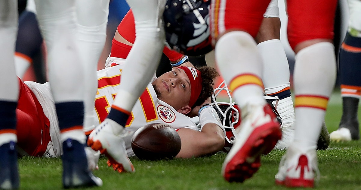 Patrick Mahomes leaves with knee injury, Andy Reid wins 200th game in Chiefs victory over Broncos