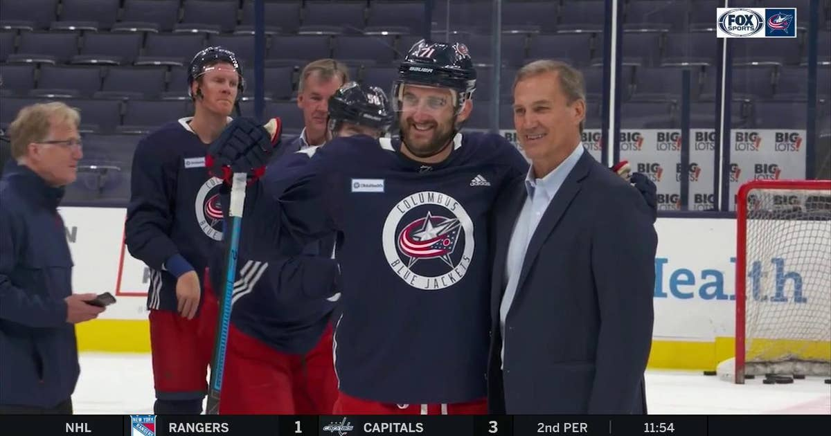Blue Jackets bond with their fathers on Dads Trip to Chicago