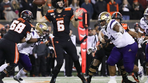 <p>               Oregon State quarterback Jake Luton (6) looks for an open receiver during the first half of the team's NCAA college football game against Washington in Corvallis, Ore., Friday, Nov. 8, 2019. (AP Photo/Amanda Loman)             </p>