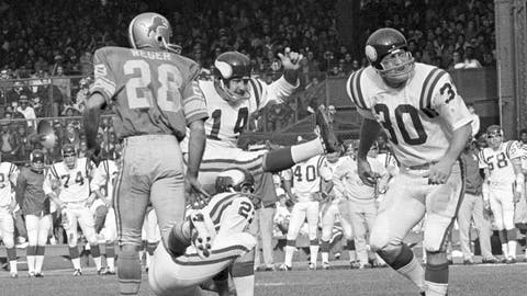 <p>               FILE - In this Sunday, Nov. 1, 1970 file photo, Minnesota Vikings Fred Cox (14) kicks a field goal from near the twenty-eight yard line on score three points in first quarter of an NFL football game against the Detroit Lions in Detroit. Fred Cox, the former Minnesota Vikings kicker who co-created the Nerf football, has died. He was 80. The Vikings announced Cox's death Thursday, Nov. 21, 2019. (AP Photo/File)             </p>
