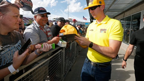 <p>               Driver Kyle Busch, right, gives autographs to fans prior to a NASCAR Cup Series auto race at ISM Raceway, Sunday, Nov. 10, 2019, in Avondale, Ariz. (AP Photo/Ralph Freso)             </p>