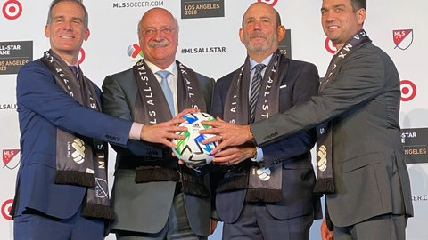 <p>               Los Angeles mayor Eric Garcetti, from left, LIGA MX Executive President Enrique Bonilla, Major League Soccer Commissioner Don Garber and LAFC President Tom Penn announce that the MLS 2020 All-Star soccer game will be held in Los Angeles, during a press conference at Banc of California Stadium in Los Angeles, Wednesday, Nov 20, 2019. The game, which will be held on July 29, 2020, will match the best of MLS against the all stars from Mexico's LIGA MX. (AP photo/Joe Reedy)             </p>