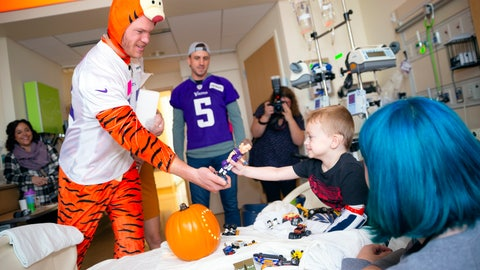 <p>               In this Oct. 30, 2018 photo provided by the NFL, Minnesota Vikings tight end Kyle Rudolph visits a young patient during the Vikings' Halloween Holiday Huddle at the University of Minnesota Masonic Children's Hospital in Minneapolis. (C. Morgan Engel/NFL via AP)             </p>