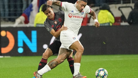 <p>               Lyon's Memphis Depay, right, vies for the ball with Benfica's Franco Cervi during the group G Champions League soccer match between Lyon and Benfica at the Lyon Olympic Stadium in Decines, outside Lyon, France, Tuesday, Nov. 5, 2019. (AP Photo/Laurent Cipriani)             </p>