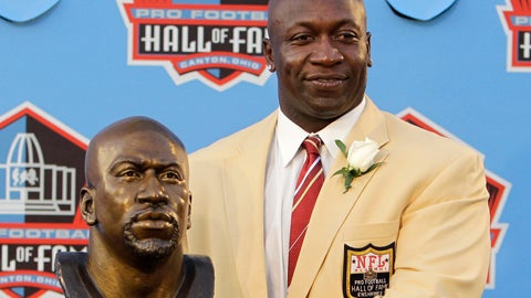 <p>               FILE -In this Aug. 7, 2010, file photo, Former Minnesota Vikings great John Randle poses with his bust after enshrinement in the Pro Football Hall of Fame in Canton, Ohio Saturday, Aug. 7, 2010. Randle did enough great things on the football field to be inducted into the Pro Football Hall of Fame. He is being rewarded after his playing career not with such accolades, but simply with being able to help others. (AP Photo/Mark Duncan, File)             </p>