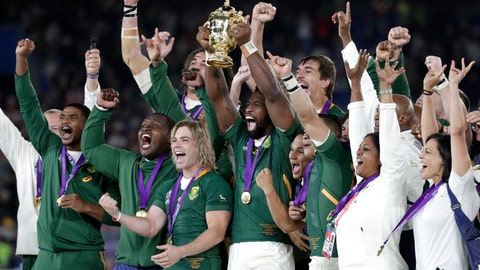 <p>               South African captain Siya Kolisi holds the Webb Ellis Cup aloft with his teammates after South Africa defeated England to win the Rugby World Cup final at International Yokohama Stadium in Yokohama, Japan, Saturday, Nov. 2, 2019. (AP Photo/Mark Baker)             </p>