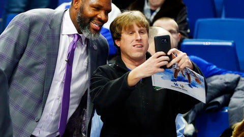 <p>               Evansville coach Walter McCarty, left, poses with a fan after Evansville defeated Kentucky 67-64 in an NCAA college basketball game in Lexington, Ky., Tuesday, Nov. 12, 2019. (AP Photo/James Crisp)             </p>