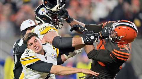 <p>               Cleveland Browns defensive end Myles Garrett (95) hits Pittsburgh Steelers quarterback Mason Rudolph (2) with a helmet during the second half of an NFL football game Thursday, Nov. 14, 2019, in Cleveland. (AP Photo/David Richard)             </p>