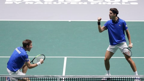 <p>               France's Nicolas Mahut, right, and Pierre-Hugues Herbert celebrate a point against Japan's Ben McLachlan and Yasutaka Uchiyama, during their Davis Cup double tennis match in Madrid, Spain, Tuesday, Nov. 19, 2019. (AP Photo/Manu Fernandez)             </p>