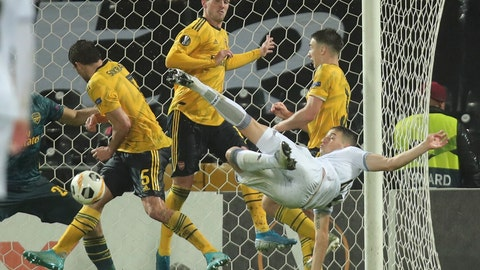 <p>               Vitoria's Bruno Duarte, right, scores his side's first goal during the Europa League group F soccer match between Vitoria SC and Arsenal at the D. Afonso Henriques stadium in Guimaraes, Portugal, Wednesday, Nov. 6, 2019. (AP Photo/Luis Vieira)             </p>