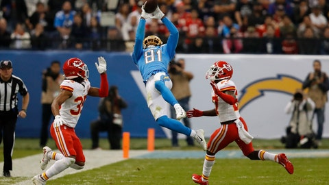 <p>               Los Angeles Chargers wide receiver Mike Williams, center, makes a catch as Kansas City Chiefs cornerback Charvarius Ward, left, and defensive back Rashad Fenton, right, defend, during the second half of an NFL football game Monday, Nov. 18, 2019, in Mexico City. (AP Photo/Eduardo Verdugo)             </p>