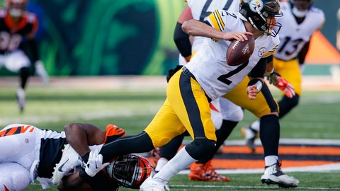 <p>               Pittsburgh Steelers quarterback Mason Rudolph (2) looks to pass under pressure from Cincinnati Bengals defensive end Carl Lawson, left, during the first half an NFL football game, Sunday, Nov. 24, 2019, in Cincinnati. (AP Photo/Gary Landers)             </p>