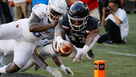 <p>               Cincinnati running back Gerrid Doaks (23) scores a touchdown against Tulsa linebacker Diamon Cannon (6) during the second half of an NCAA college football game, Saturday, Oct. 19, 2019, in Cincinnati. (AP Photo/John Minchillo)             </p>