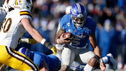 <p>               Air Force quarterback Donald Hammond III, right, runs for a short gain as Wyoming linebacker Logan Wilson comes in to make the tackle in the second half of an NCAA college football game Saturday, Nov. 30, 2019, at Air Force Academy, Colo. Air Force won 20-6. (AP Photo/David Zalubowski)             </p>