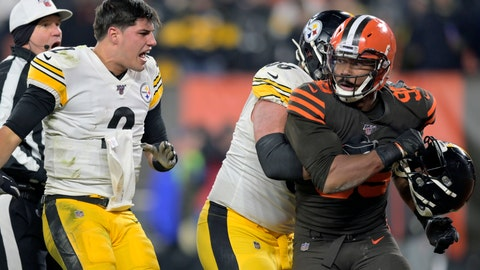 <p>               Cleveland Browns defensive end Myles Garrett (95) reacts after swinging a helmet at Pittsburgh Steelers quarterback Mason Rudolph (2) in the fourth quarter of an NFL football game, Thursday, Nov. 14, 2019, in Cleveland. The Browns won 21-7. (AP Photo/David Richard)             </p>