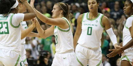 Oregon stays atop AP women's college basketball poll