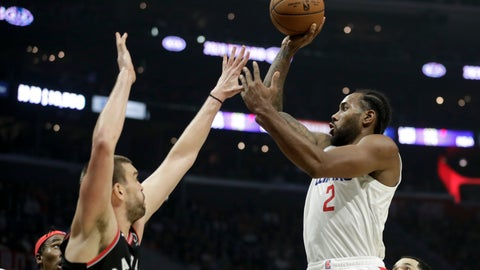 <p>               Los Angeles Clippers forward Kawhi Leonard, right, shoots over Toronto Raptors center Marc Gasol during the second half of an NBA basketball game in Los Angeles, Monday, Nov. 11, 2019. (AP Photo/Chris Carlson)             </p>