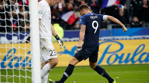 <p>               France's Olivier Giroud, right, celebrates after he scored a penalty past Moldova's goalkeeper Alexei Koselev, left, during the Euro 2020 group H qualifying soccer match between France and Moldova at the Stade de France stadium, in Saint Denis, north of Paris, Thursday, Nov. 14, 2019. (AP Photo/Francois Mori)             </p>
