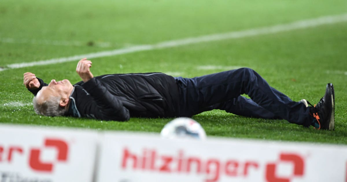 Eintracht Frankfurt captain David Abraham takes out Freiburg manager WWE style