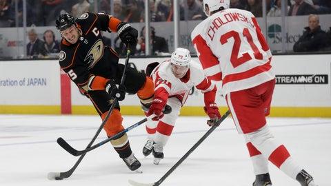 <p>               Anaheim Ducks center Ryan Getzlaf shoots past Detroit Red Wings center Christoffer Ehn and defenseman Dennis Cholowski during the second period of an NHL hockey game in Anaheim, Calif., Tuesday, Nov. 12, 2019. (AP Photo/Chris Carlson)             </p>