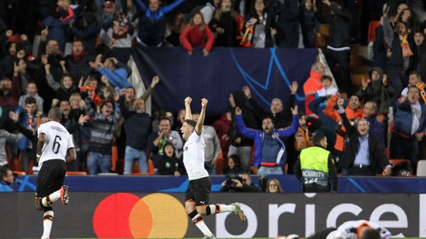 <p>               Valencia's players celebrate a goal during the Champions League group H soccer match between Valencia and Lille at the Mestalla stadium in Valencia, Spain, Tuesday, Nov. 5, 2019. (AP Photo/Alberto Saiz)             </p>