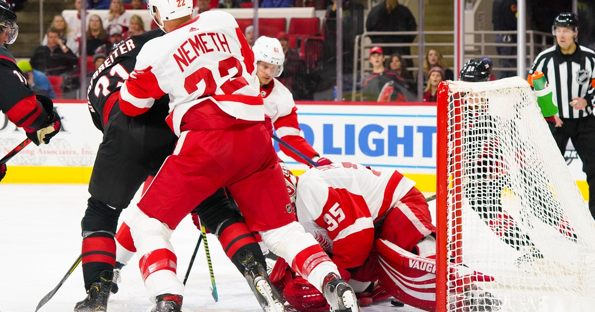 Jimmy Howard pulled as Red Wings fall to Hurricanes 7-3 thumbnail