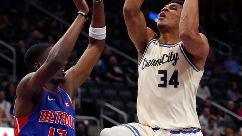 <p>               Milwaukee Bucks forward Giannis Antetokounmpo (34) attempts a layup as Detroit Pistons guard Tony Snell (17) defends during the first half of an NBA basketball game, Wednesday, Dec. 4, 2019, in Detroit. (AP Photo/Carlos Osorio)             </p>